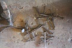 Schreinereiwerkzeuge in der Werkstatt des Papas stockfoto