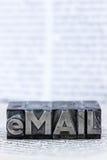 Schriftliche E-Mail in den Führungsbuchstaben stockfoto