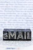 Schriftliche E-Mail in den Führungsbuchstaben stockfotografie