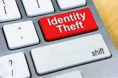 Schriftliches Wort Identitäts-Diebstahl auf rotem Tastaturknopf On-line--Prote Lizenzfreie Stockfotos