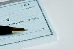 Schrijf het dollarbedrag op de controle Royalty-vrije Stock Afbeeldingen