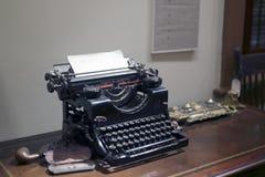 Schrijfmachine in het telegraafbureau Stock Fotografie