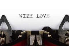 Schrijfmachine met tekst met liefde Royalty-vrije Stock Afbeelding