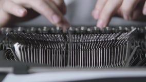 Schrijfmachine snelle het typen handigheid in het typen stock footage