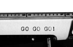 Schrijfmachine Typende tekst: ga gaan gaan! Stock Afbeelding