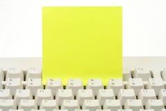 Schrijfpapier en toetsenbord Royalty-vrije Stock Foto