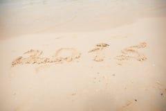 2015 schrijft op wit zand Stock Foto's