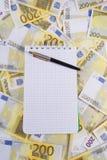 Schrijven-boek voor nota's over bankbiljetten Stock Foto's