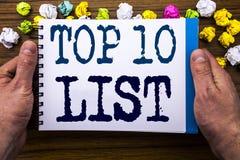 Schrijvend tekst die top 10 Tien Lijst Bedrijfsconcept voor Succes tien tonen maak van geschreven op het boek van het blocnotenot Royalty-vrije Stock Foto's