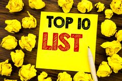 Schrijvend tekst die top 10 Tien Lijst Bedrijfsconcept voor Succes tien tonen maak van Geschreven op kleverig notadocument, houte Royalty-vrije Stock Fotografie