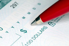 Schrijvende Cheque Stock Foto's