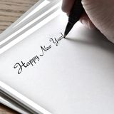 Schrijvende Gelukkige Nieuwjaarskaart Stock Fotografie