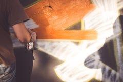 Schrijver aan het werk met aërosols bij Overline-de gebeurtenis van de Jamhiphop Royalty-vrije Stock Foto