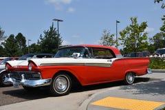 Schrijver uit de klassieke oudheid 1957 Ford twee deurhardtop Royalty-vrije Stock Foto