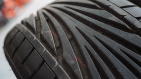 Schritt auf neuem Reifen Stockbild