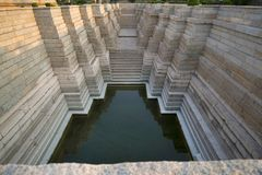 Schritt gut, Mahadeva-Tempel, Itgi, Karnataka-Staat, Indien Lizenzfreie Stockfotografie