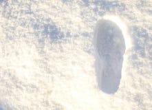 Schritt im weißen Schnee Stockfoto