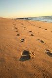 Schritte auf dem Strand Lizenzfreie Stockfotos
