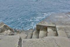 Schritte in das Wasser in Dubrovnik Lizenzfreies Stockfoto