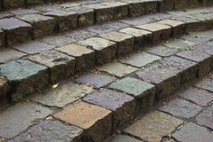 Schritte der alten Pflasterung (Pflastersteine, coblestone Schritte) Lizenzfreie Stockbilder