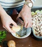 Schritte des Kochens des französisch-ähnlichen Fleisches Greating-Käse Stockbilder