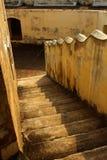 Schritte eines gealterte ersten Stockwerkes des Manora-Forts Stockfoto