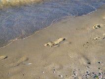 Schritte im Sand von einem bulgarischen Schwarzen Meer setzen auf den Strand lizenzfreie stockfotografie