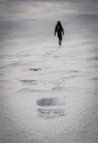 Schritte im Schnee stockfotos