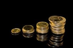 Schritte von Münzen stockbild