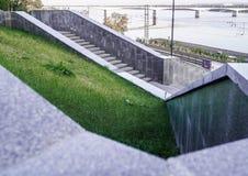 Schritte zum Kama-Fluss lizenzfreies stockbild