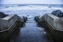 Schritte zum Meer Stockbild