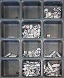 Schroeven in doos Stock Afbeeldingen