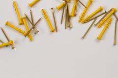 Schroeven en pennen stock foto's