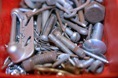 Schroeven, Noten, Bouten en Spijkers in een Container Royalty-vrije Stock Afbeelding