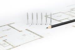 Schroeven, potlood en architecturale schets stock afbeeldingen
