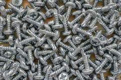 Schroevenschroeven en pennen De achtergrond van metaalproducten sluit omhoog royalty-vrije stock foto's