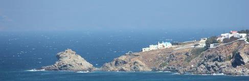 Schroffe griechische Insel-Küstenlinie panoramisch Lizenzfreies Stockfoto