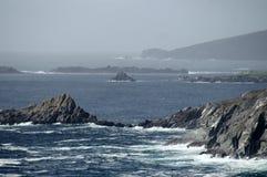 Schroffe irische Küste Lizenzfreie Stockbilder