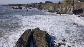 Schroffe Küste Sonomas CA - Transportwagen heraus stock video