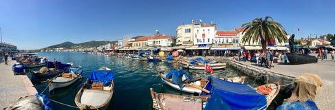 Schronienia i łodzi portowy widok stary Foca, Izmir Opłata foki unosi się w morzu miasteczko ugoda wymieniał Phokaia Fotografia Stock
