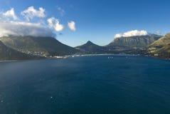 Schronienie góry i morze fotografia stock