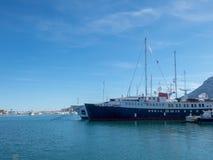 Schronienie i widzii statek w Denia, Hiszpania zdjęcia royalty free