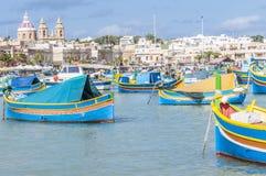 Schronienie Marsaxlokk, wioska rybacka w Malta Fotografia Stock