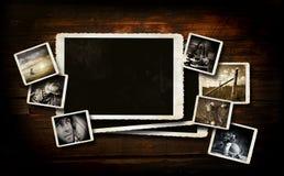 Schroot-boekende achtergrond op donker hout Royalty-vrije Stock Afbeeldingen