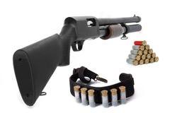 Schrotflinte und Munition Stockbilder