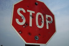 Schrotflinten-Stoppschild Stockfotografie