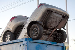 Schrottfahrzeuge im Müllcontainerbargeld für Clunkers Stockfoto