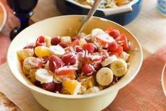 Schüssel Fruchtsalat Stockbild