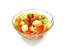 Schüssel konservierte Gemüse Lizenzfreie Stockfotos