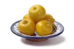Schüssel mit marokkanischen konservierten Zitronen Stockfotografie